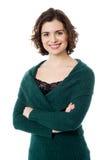 Mooie toevallige jonge vrouw in de winterslijtage Stock Afbeeldingen
