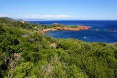 Mooie Toneelkustlijn op Franse Riviera dichtbij Cannes, Fr Stock Afbeeldingen