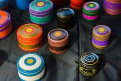 Mooie trillende geschilderde met de hand gemaakte die kisten van hout worden gemaakt stock foto's