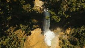 Mooie Tropische Waterval Het eiland van Filippijnen Bohol stock footage