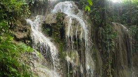 Mooie Tropische Waterval Het eiland van Filippijnen Cebu stock video