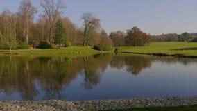 Mooie tuinen van het Kasteel van Leeds in het Verenigd Koninkrijk - Kent, het Verenigd Koninkrijk - Februari 20, 2019 stock video