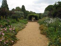 Mooie tuinweg Royalty-vrije Stock Afbeeldingen