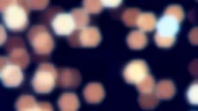 Mooie vage bokeh vakantie abstracte achtergrond kleurrijke lichtenslinger Kerstmis en nieuwe jaardecoratie stock videobeelden