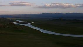 Mooie vallei in de avond royalty-vrije stock fotografie