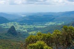 Mooie vallei in tropische regenwoudmening van hierboven Royalty-vrije Stock Foto