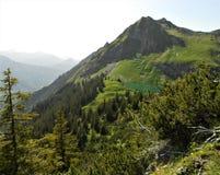 Mooie van de bergmeer en aard mening Royalty-vrije Stock Afbeeldingen