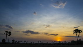 Mooie van de de zonsondergangschemering van de tijdtijdspanne van de de nachthemel de stersleep