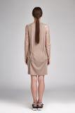 Mooie van de het haarslijtage van de glamour sexy vrouw donkerbruine de blousekleding Stock Foto