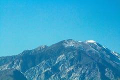 Mooie Verre Berg met Blauwe Hemel royalty-vrije stock foto's