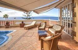 Mooie villa met pool royalty-vrije stock afbeeldingen