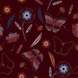 Mooie vlinders en bloem ter beschikking getrokken verfstippen stock foto