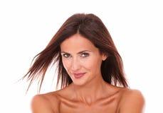 Mooie volwassen vrouw die bij camra glimlachen royalty-vrije stock fotografie