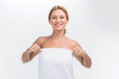 Mooie volwassen vrouw met verse gezonde huid Royalty-vrije Stock Foto