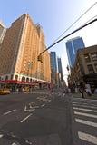 Mooie voorgevel van moderne wolkenkrabber in New York in middag l Royalty-vrije Stock Foto's