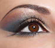 Mooie vorm van vrouwelijk oog met gouden-bruin Stock Afbeelding