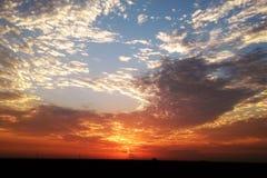 Mooie vroege ochtendzonsopgang in verschillende kleuren Royalty-vrije Stock Fotografie