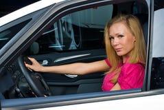 Mooie vrouw - bestuurder Stock Fotografie
