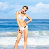 Mooie vrouw in bikini Stock Foto's