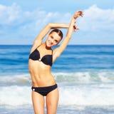 Mooie vrouw in bikini Royalty-vrije Stock Afbeeldingen
