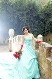 Mooie vrouw in blauwe kleding Royalty-vrije Stock Foto