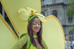 Mooie vrouw in bloemkostuum Royalty-vrije Stock Foto