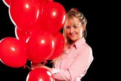 Mooie vrouw in blouse met rode ballons Royalty-vrije Stock Afbeeldingen