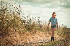 Mooie vrouw in cowboyhoed Stock Foto