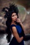 Mooie vrouw in de bosaard Portret Stock Afbeelding