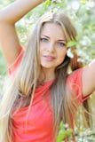 Mooie vrouw in de zomer Royalty-vrije Stock Afbeelding