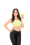 Mooie vrouw die een appel houdt Stock Foto