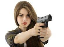 Mooie vrouw die een kanon op witte achtergrond houden stock fotografie