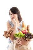 Mooie vrouw die een kruidenierswinkelzak houden royalty-vrije stock foto