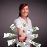 Mooie vrouw die en geld bevinden zich werpen Royalty-vrije Stock Foto