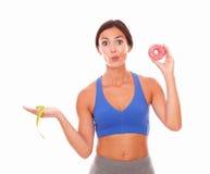 Mooie vrouw die het dieet van het gewichtsverlies proberen royalty-vrije stock foto's