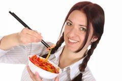 Mooie vrouw die met eetstokjes eet royalty-vrije stock fotografie