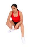 Mooie Vrouw die op Basketbal rust Royalty-vrije Stock Afbeelding
