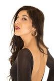 Mooie vrouw die strakke bovenkant met naakte rug dragen die achteruit eruit zien Royalty-vrije Stock Foto's