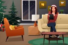 Mooie Vrouw die Tabletpc bekijken voor Kerstmis het Winkelen Royalty-vrije Stock Foto's