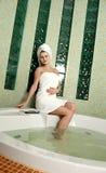Mooie vrouw in een badkamers royalty-vrije stock foto