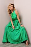 Mooie vrouw in een lange kleding. Royalty-vrije Stock Foto's