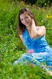 Mooie vrouw in een platteland stock foto's