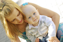 Mooie vrouw en baby Royalty-vrije Stock Afbeeldingen