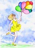 Mooie vrouw in gele kleding die pret met kleurrijke ballons in zonnige dag hebben Stock Fotografie