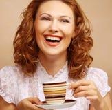 Mooie vrouw het drinken koffie Stock Afbeelding