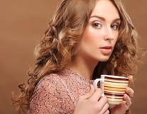 Mooie vrouw het drinken koffie royalty-vrije stock foto's