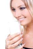 Mooie vrouw het drinken melk Stock Afbeeldingen