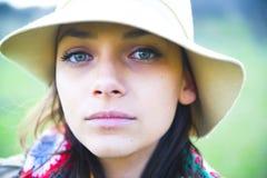Mooie vrouw in hoed Royalty-vrije Stock Fotografie