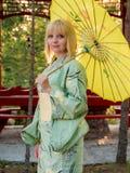Mooie vrouw in kimono stock foto's