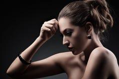Mooie vrouw met avondsamenstelling en Juwelen Royalty-vrije Stock Foto